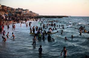 اصطياف المواطنين في بحر غزة