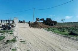 الاحتلال يجرف اراض ويضع سواتر ترابية في عوريف جنوب نابلس