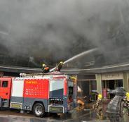 1148896-سيارات-الاطفاء-تكافح-الحريق