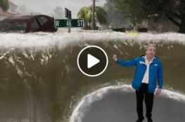 """شاهد: مذيع يشرح خطر إعصار """"فلورنس"""" وسط موجة ضخمة"""