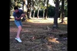 لاعب غولف كاد أن يقتل نفسه بكرته الخاصة
