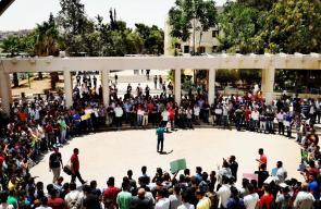 وقفة طلابية في العاصمة الأردنية عمان احتجاجا على إغلاق المسجد الأقصى
