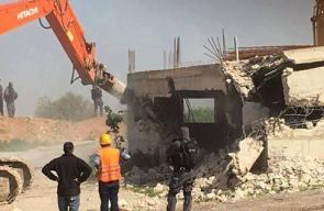 جرافات الاحتلال تهدم منزلًا في بلدة كفر قاسم