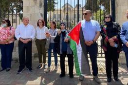 مرشحون يشاركون في وقفة تأكيدا على حق القدس بالانتخابات
