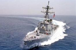 مدمرة أمريكية تبحر قرب جزيرة في بحر الصين