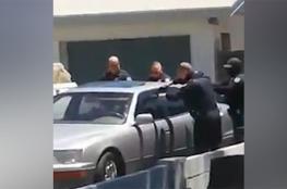 فيديو صادم يوثق قتل شرطي أمريكي رجلا لاتينيا داخل سيارته