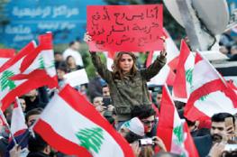 شبان غاضبون يرشقون رئيس الحكومة اللبنانية بزجاجات المياه