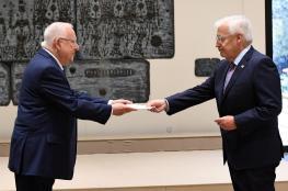 السفير الأميركي لدى الاحتلال يوزع دعوات حفل نقل السفارة إلى القدس