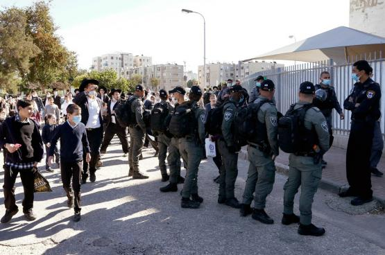 مصادمات بين قوات الاحتلال ومستوطنين رافضين لقواعد الإغلاق