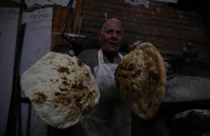 أبو محمد الصوص (82 عامًا) من جنين يعمل كخباز منذ أكثر من 64 عامًا
