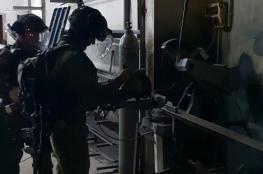 الاحتلال يزعم ضبط ورشة لتصنيع الأسلحة بالضفة