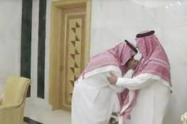 محمد بن نايف يبايع ابن سلمان وليا للعهد.. ماذا قال له؟
