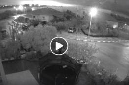 """الإعلام العبري ينشر فيديو """"يوثق"""" لحظة انفجار الصاروخ شمال تل أبيب"""
