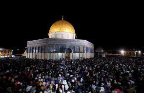 صلاة العشاء والتراويح في المسجد الأقصى المبارك