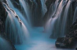 شلال بروارفوس الجميل ، يعتبر أجمل شلال في ايسلندا من ناحية المنظر ولون الماء الفيروزي