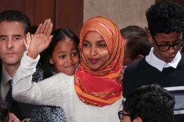 """""""إلهان عمر"""" أول مسلمة محجبة في الكونغرس الأمريكي.. تؤدي اليمين الدستورية"""