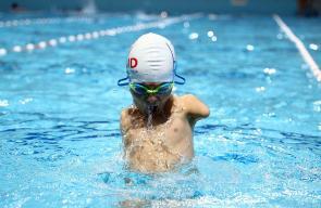 السباح إسماعيل زولفيتش وُلد بلا ذراعين لكن ذلك لم يمنعه من احتراف السباحة