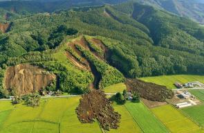 انهيار أرضي بعد وقوع زلزال في جزيرة هوكايدو شمال اليابان