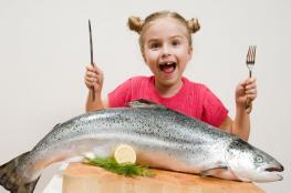 دراسة: الأسماك الدهنية تحسن وظائف الدماغ لدى الأطفال