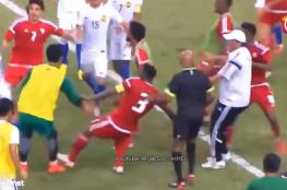 """ملعب مباراة الإمارات وماليزيا يتحول إلى ساحة """"قتال"""""""