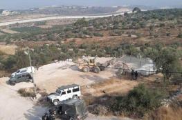 الاحتلال يهدم منزل قيد الإنشاء في بلدة بيت عوا بالخليل