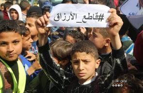 مسيرات لطلبة المدراس تطالب محمود عباس بالرحيل