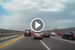 كاميرا توثق حادث مروع لعدة سيارات