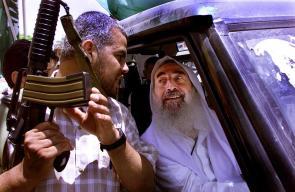 في ذكرى استشهاده الـ 13  #صور من حياة شيخ فلسطين الشهيد المؤسس أحمد ياسين .