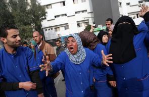 عمال شركات النظافة في مشافي غزة يواصلون احتجاجاتهم لعدم صرف رواتبهم