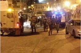 الاحتلال يعتقل شاب في الخليل بزعم محاولته دهس جنود