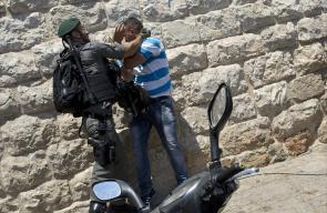 الاحتلال يواصل جرائمه ويعتدي على فلسطيني في منطقة باب الأسباط