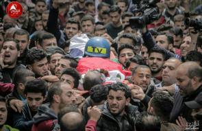 مخيم جباليا يُشيع جثمان الشهيد الصحفي أحمد أبو حسين