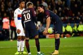 مدرب باريس سان جيرمان يخرج عن صمته ويتحدث عن فضيحة نيمار وكافاني
