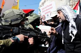 الاحتلال يقمع مسيرة في الخليل إحياء لذكرى مجزرة المسجد الإبراهيمي