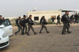 مداهمات واعتقالات وهدم منازل في رهط بالداخل المحتل