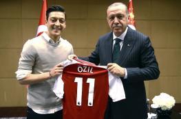 أردوغان يتصل بأوزيل ويوجه له رسالة.. ماذا قال فيها؟