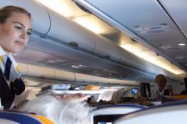 لقطة مروعة.. مضيفة طيران تسقط من الطائرة إلى الأرض