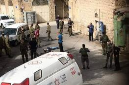 استشهاد شاب واصابة جندي اسرائيلي في عملية طعن بالخليل