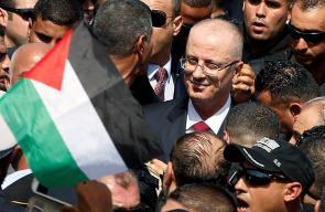 لحظة وصول حكومة الوفاق برئاسة رامي الحمد الله لقطاع غزة