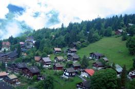 قرية سويسرية جميلة تمنع السياح من التقاط الصور فيها لسبب غريب