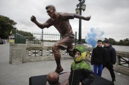 للمرة الثانية.. مجهولون يخربون تمثال نجم برشلونة ميسي بالأرجنتين