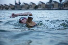 السباحة في المياه الباردة تقي من الإصابة بمرض ألزهايمر