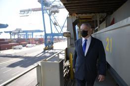 نتنياهو يزور سفينة شحن إماراتية محملة بالغسالات في ميناء حيفا