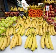 Fruit-for-sale-at-the-Shuk-ha-Carnel