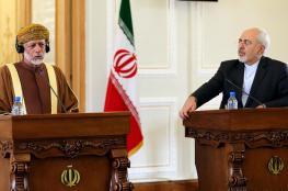 وسط تصعيد أمريكي.. وزير الخارجية العُماني يصل طهران