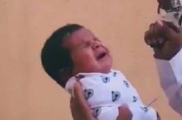 """""""المسدس في فم الرضيع""""... فيديو يثير فزع السعوديين والسلطات تتحرك"""