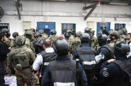 ليلة حامية الوطيس.. معركة في سجن النقب بين الأسرى والسجان