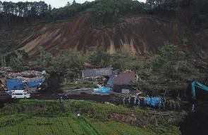 آثار الزلزال الذي ضرب اليابان
