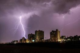 البرق والرعد يولدان تفاعلات نووية وإشعاعات