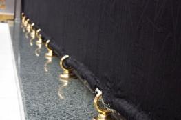 تثبيت حلقات ذهبية على أضلاع الكعبة المشرفة